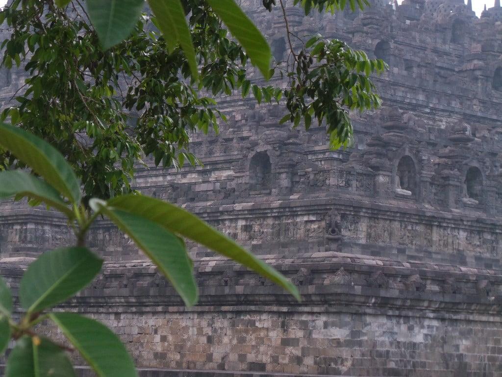 Tapınak, toplamda 2 milyon blok kullanılarak oluşturulmuş.